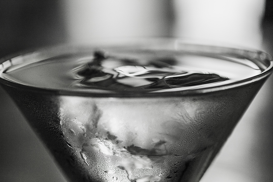 Ice Cube Chilling Martini Glass