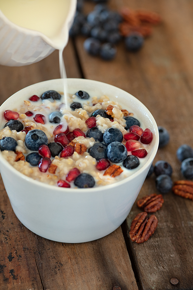 Oatmeal with Pom and Blueberries