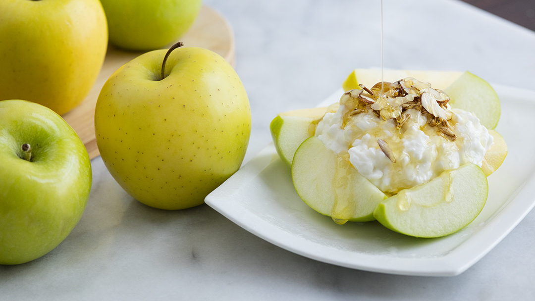 Cottage Cheese and Apples with Honey